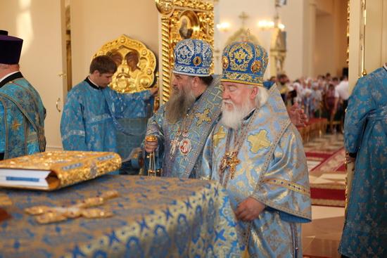 Архиепископ Прокл в Казанском храме. Алтарь.
