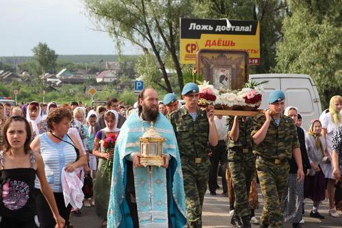 Николаевка. Во всех приходах отца Василия приход Божией Матери стал всеобщим праздником!