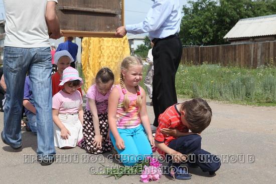 Крестный ход в селе Архангельском