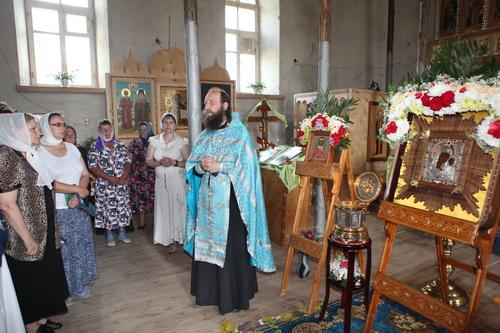 село Шаховское встречает крестный ход с Чудотворным образом