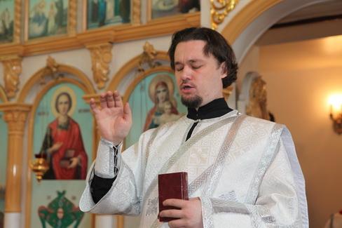 Архиерейское богослужение в приходе «Собора Иоанна Предтечи» 7 июля 2011 года