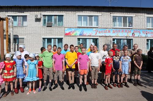 Крестный ход в Максимовском детском доме интернате для больных детей 2 июня 2011 года.