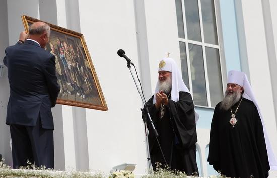 Подарок Патриарху - картина мордовского художника.