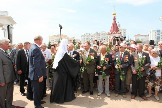 Святейший Патриарх Московский и Всея Руси Кирилл у Мемориала Славы павшим воинам, жителя Мордовии.