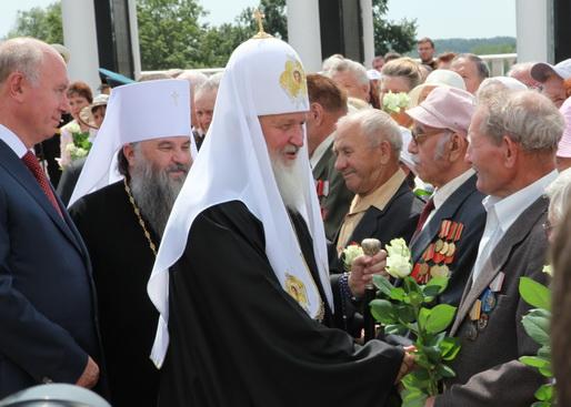 Святейший Патриарх Московский и Всея Руси Кирилл с ветеранами