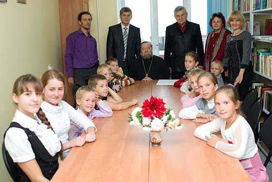 Дети порадовали всех подготовленными концертными номерами, после чего состоялось чаепитие...