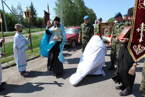Крестный ход из Свято-Богородице Казанского Жадовского монастыря в п.Ундоры.