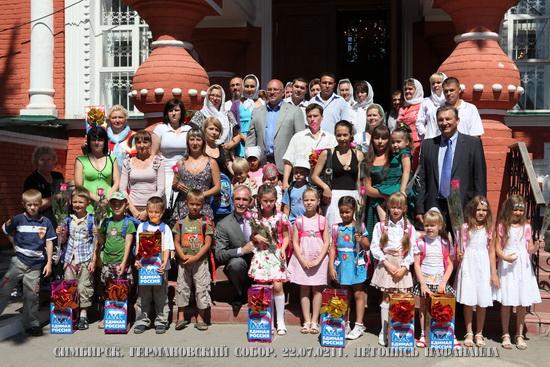 Губернатор Ульяновской области С.И.Морозов и В.А.Третьяк с детьми